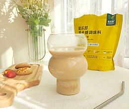 秋天的第一杯焦糖奶茶的做法