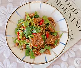 #仙女们的私藏鲜法大PK#香菜牛肉的做法