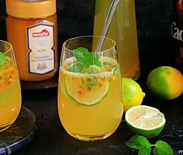 蜂蜜百香果气泡饮的做法
