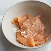 三文鱼金针菇卷佐黑椒芦笋#宜家让家更有味#的做法图解4