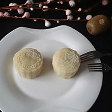 豆沙蛋黄冰皮月饼