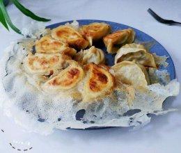 酱油芹菜肉煎饺的做法
