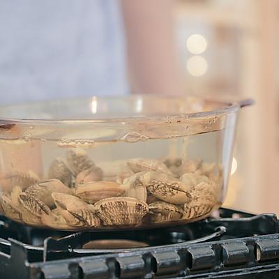 蛤蜊粉丝煲的做法 步骤4