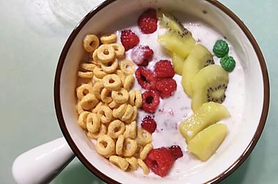 树莓酸奶水果碗