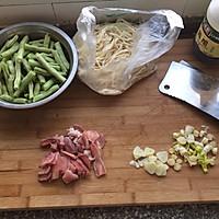 豆角肉焖面的做法图解1