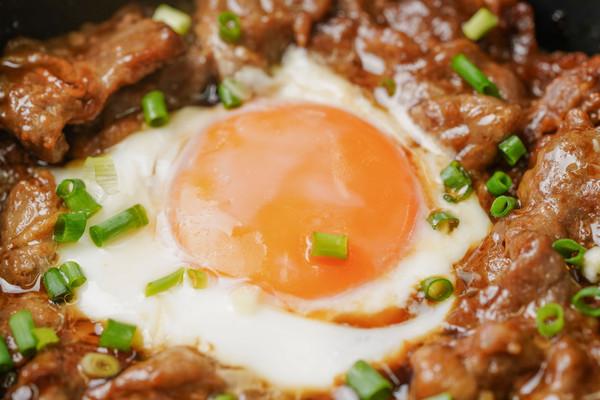 日食记 | 电饭煲窝蛋牛肉饭