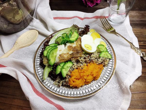 #春季减肥,边吃边瘦#香煎巴沙鱼南瓜藜麦沙拉