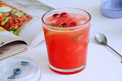 在家轻松实现自制气泡饮品−西瓜气泡饮品