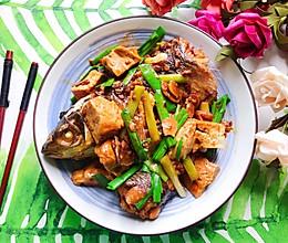 #硬核菜谱制作人#青蒜豆腐炖草鱼的做法