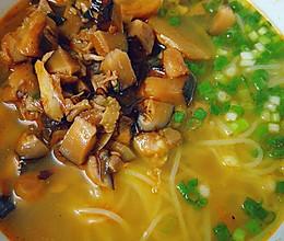香菇鸡丁米线的做法