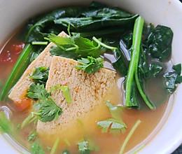 减脂超浓番茄菠菜豆腐汤的做法