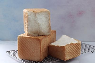 庞多米白土司