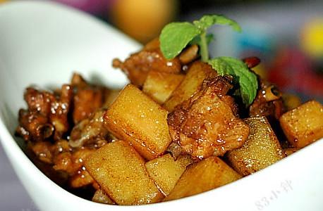 土豆烧鸡翅的做法