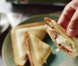 奶酪香肠玉米三角三明治的做法