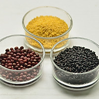 红豆小米粥—冬季暖身的做法图解1