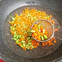 杂蔬虾仁炒饭的做法图解3