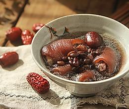(滋阴补肾)黑豆杜仲猪尾汤的做法