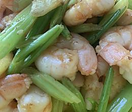 补钙铁锌食谱之芹菜炒虾仁的做法