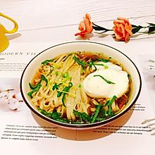 #花10分钟,做一道菜!#姜丝藿香卧蛋酸汤面