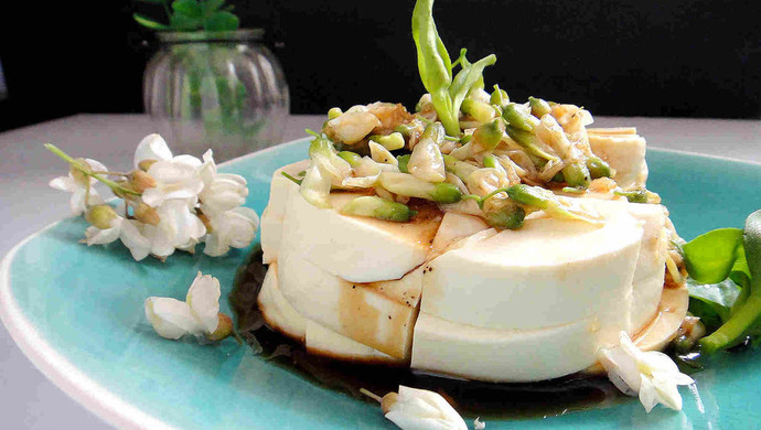 槐花拌豆腐