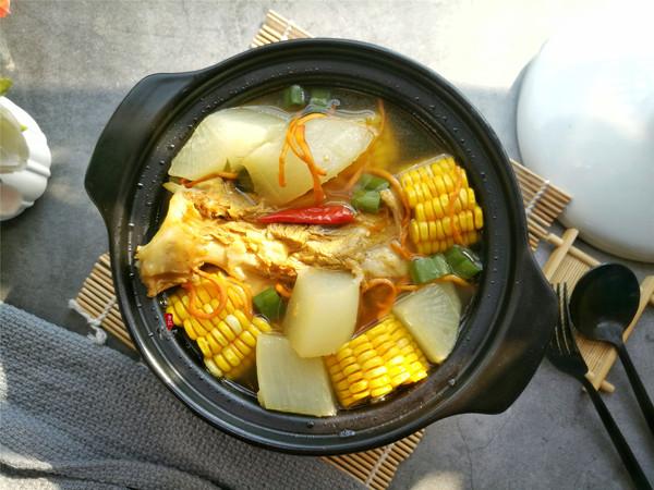 玉米萝卜扇骨汤的做法