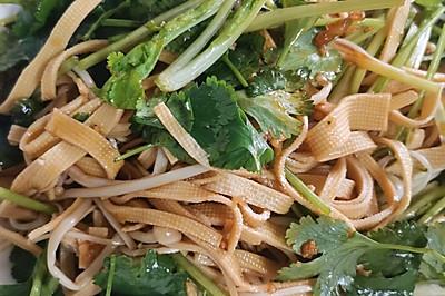 下饭又营养的:金针菇&香菜拌豆皮