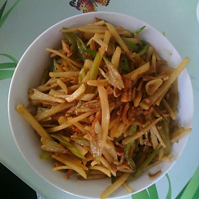 土豆炒芹菜的做法 步骤2