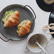 炒蛋牛角包三明治