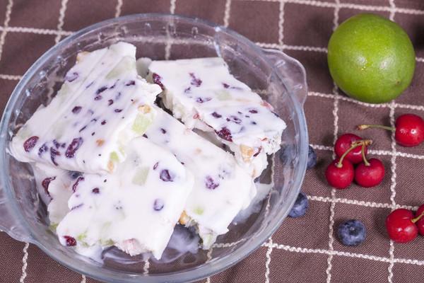 酸奶水果脆的做法