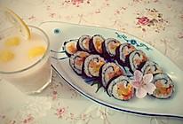 寿司搭配柠檬绿茶养乐多的做法