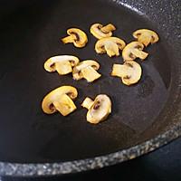 无奶油鸡肉蘑菇浓汤的做法图解2