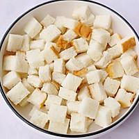 #带着零食去旅行!#酥脆软滑的蛋奶吐司布丁的做法图解2