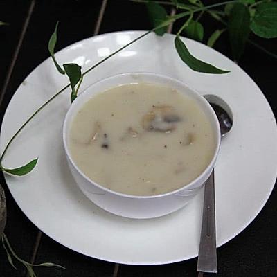 奶油蘑菇浓汤——经典法式汤,非常顺滑香浓。