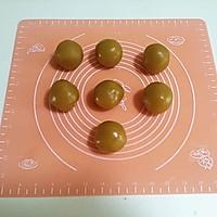 广式莲蓉蛋黄月饼的做法图解6