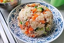 适合小盆友的西蓝花胡萝卜炒饭的做法