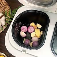 10分钟完成的秘制紫苏葱香焖鸡的做法图解2