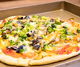 #硬核菜谱制作人#菌菇西兰花脆底披萨的做法