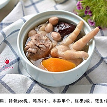 #《风味人间》美食复刻大挑战#【排骨鸡爪木瓜汤】
