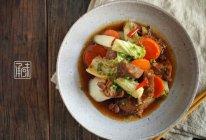 洋白菜胡萝卜炖牛肉,你看菜名你就知道今天吃啥!的做法
