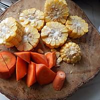 胡萝卜玉米排骨汤的做法图解5