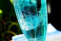 蓝色夏威夷-蓝柑气泡水的做法