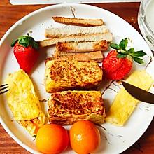 #憋在家里吃什么#给你一天好心情:黄金香蕉吐司卷