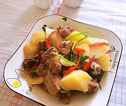 家常排骨炖土豆的做法