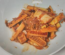 又到了吃笋的季节咯 快手油焖笋的做法