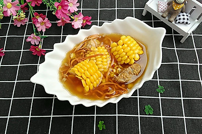 虫草花芡实玉米排骨汤