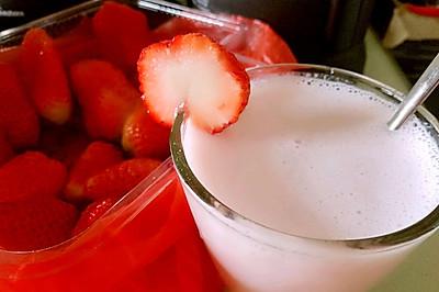 破壁机料理 草莓牛奶驾到!~