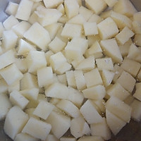 #菁选酱油试用之快手土豆香肠炒二米饭#的做法图解1