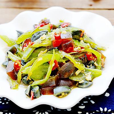 【食心食意】凉菜也能做出超下饭的口感——炙香虎皮尖椒拌皮蛋