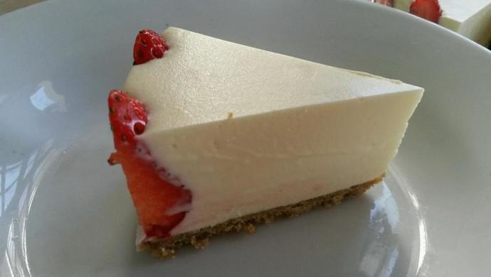 冻芝士草莓慕斯蛋糕