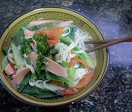 番茄火腿肠莴笋热汤面条的做法